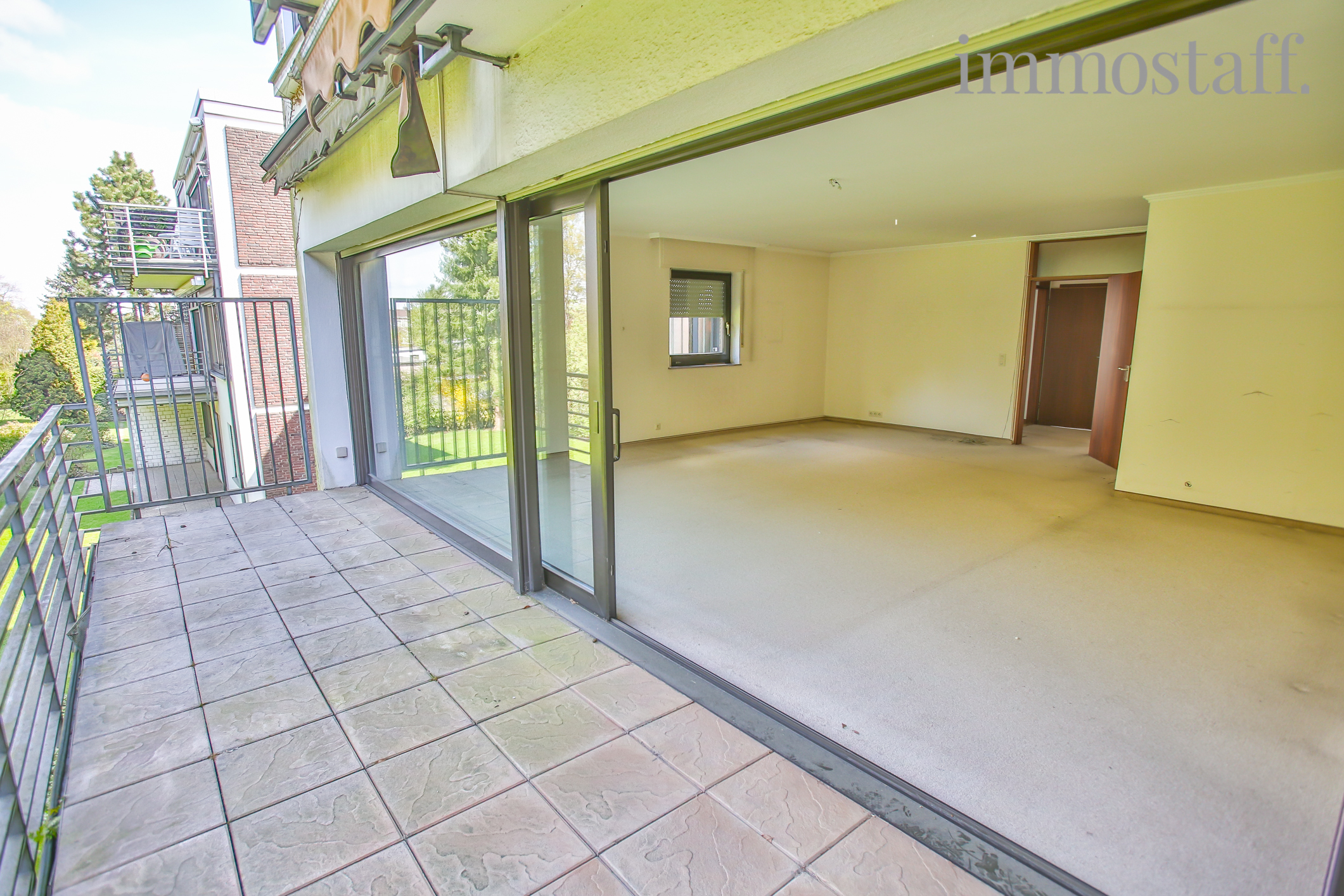 bottrop gro e eigentumswohnung in gr ner zentraler lage mit erdgeschosslage 2 balkons. Black Bedroom Furniture Sets. Home Design Ideas
