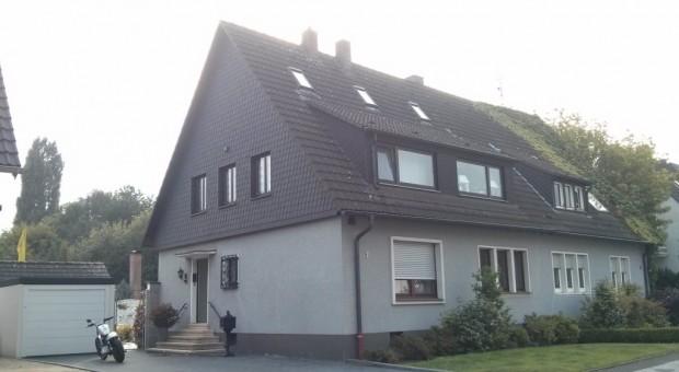 Modernisierte haushälfte mit großem Gartenhaus in TOP-Lage