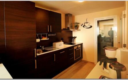 Designer-Küche, zum Wohnzimmer offen