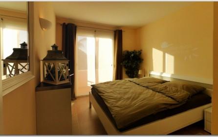 1. Schlafzimmer mit Zugang zum Balkon