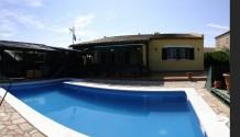 Poolvilla in ruhiger Sackgassenlage mit Fußbodenheizung