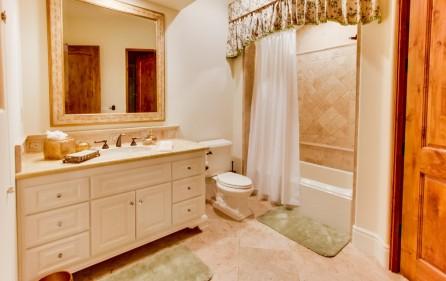 Badezimmer zu Schlafzimmer Nr. 6