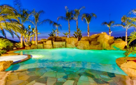 Poolbereich, Ansicht 1 (bei Nacht)