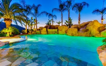 Poolbereich, Ansicht 3 (bei Nacht)