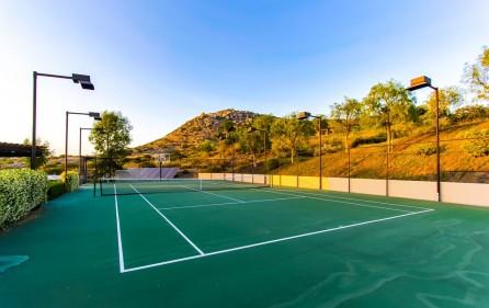 Tennisplatz, Ansicht 1 (bei Dämmerung)