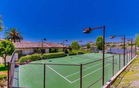 Tennisplatz, Ansicht 2 (bei Tag)