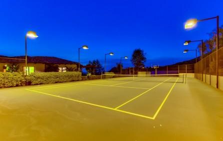Tennisplatz, Ansicht 2 (mit Flutlicht)