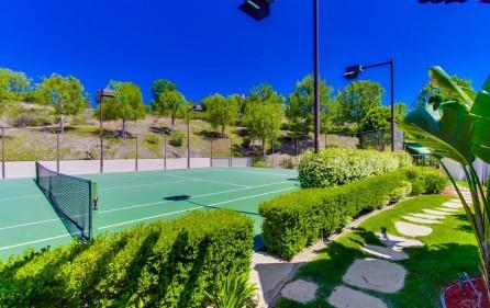 Tennisplatz, Ansicht 3 (bei Tag)