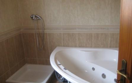 Bad mit Whirlpool, Ansicht 2