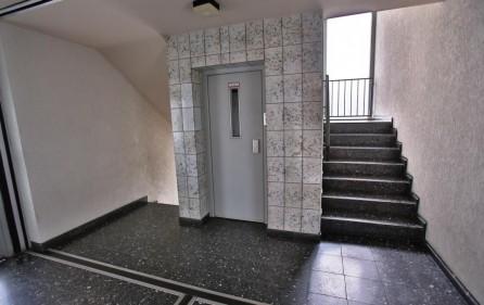 Hausflur mit Fahrstuhl bis vor die Wohnungstür