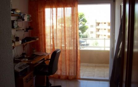 Arbeitszimmer mit Zugang zum großen Balkon
