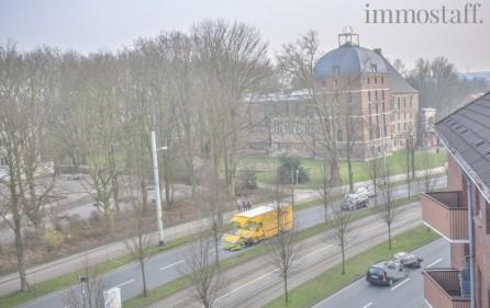Aussicht nach rechts auf das Schloß Horst