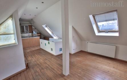 Spitzboden mit Essbereich und Küche