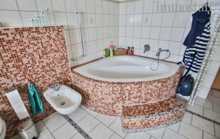 Eckbadewanne Badezimmer (UG)