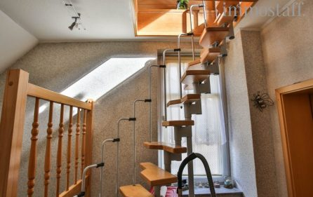 Treppe in den Spitzboden
