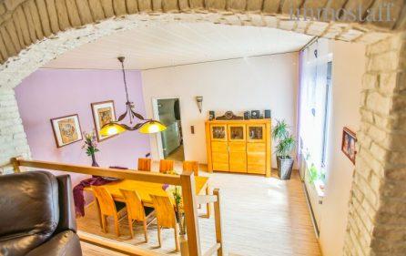 Wohnzimmer mit Blick auf Esszimmer