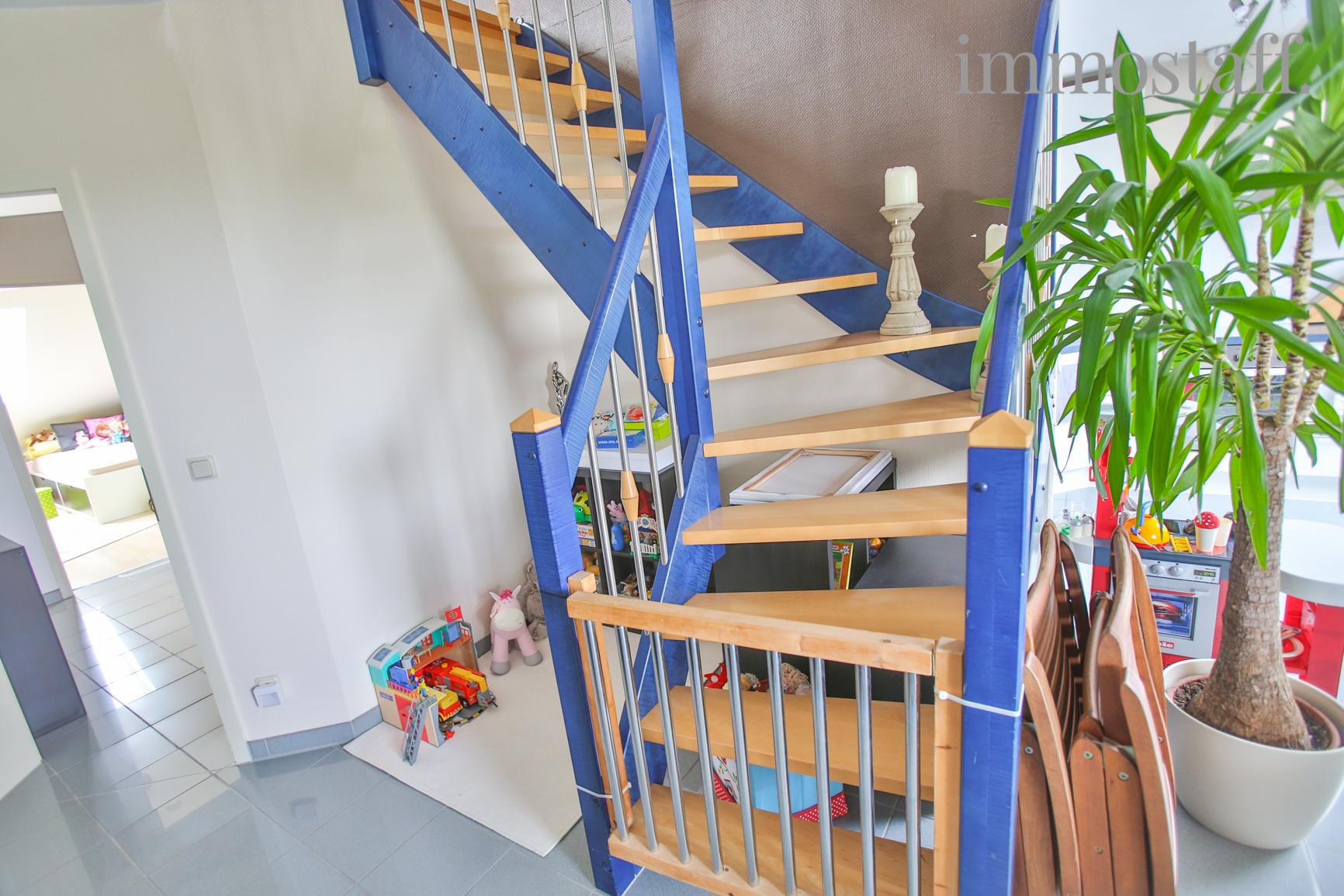 oberhausen maisonette wohnung mit riesigem balkon in top 3 familienhaus zu verkaufen. Black Bedroom Furniture Sets. Home Design Ideas