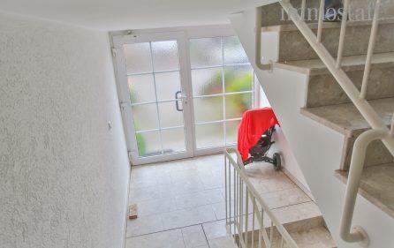 Treppenhaus mit Hauseingang