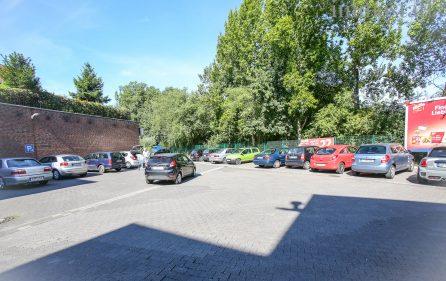 Parkplatz vor dem Imbiss