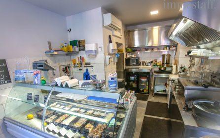 Theke und Küchenbereich