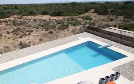 Pool und Ausblick von der Dachterrasse