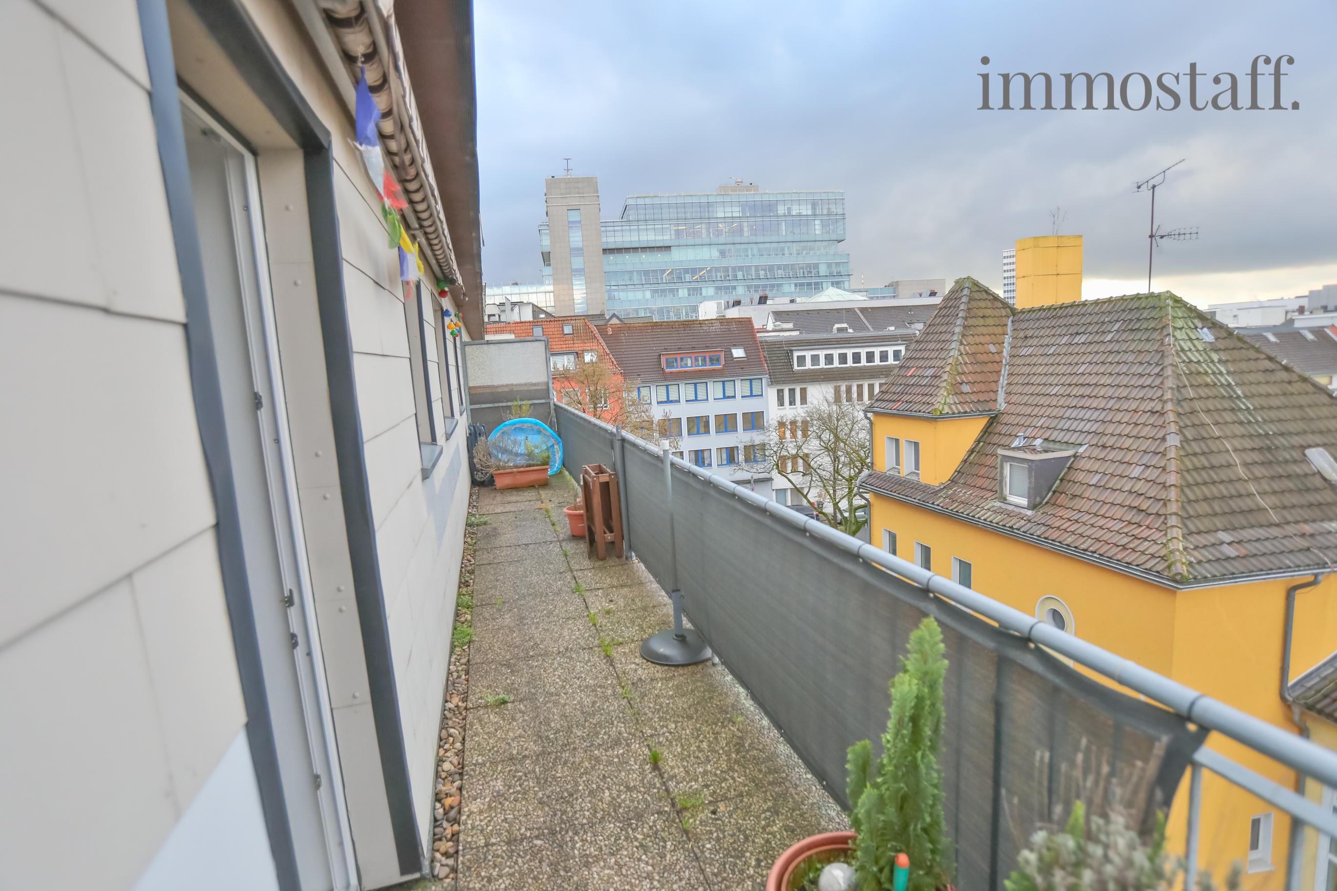 essen penthouse in der city mietwohnung mit balkon und weitblick in zentraler lage zu vermieten. Black Bedroom Furniture Sets. Home Design Ideas