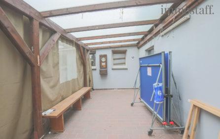 Überdachte Terrasse zum Innenhof