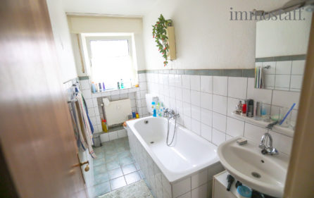 Badezimmer Wohnung EG links