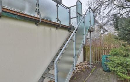 Außentreppe zum Balkon