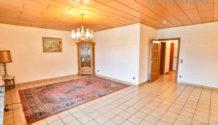 BÜGELSTRAßE! 91 m² Eigentumswohnung mit großem Sonnenbalkon im 1. OG sucht neue Eigentümer.