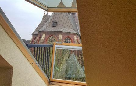 Fenster mit Minibalkon (DG)