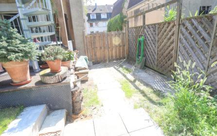 Hofeinfahrt zum Garten