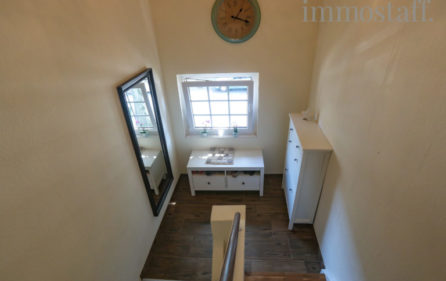 Treppenaufgang zur Wohnung im Obergeschoss Ansicht 2