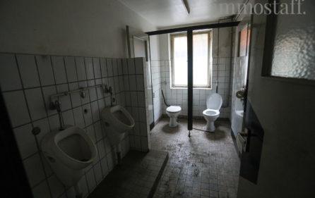 Toilettenanlage im Untergeschoss Teil a