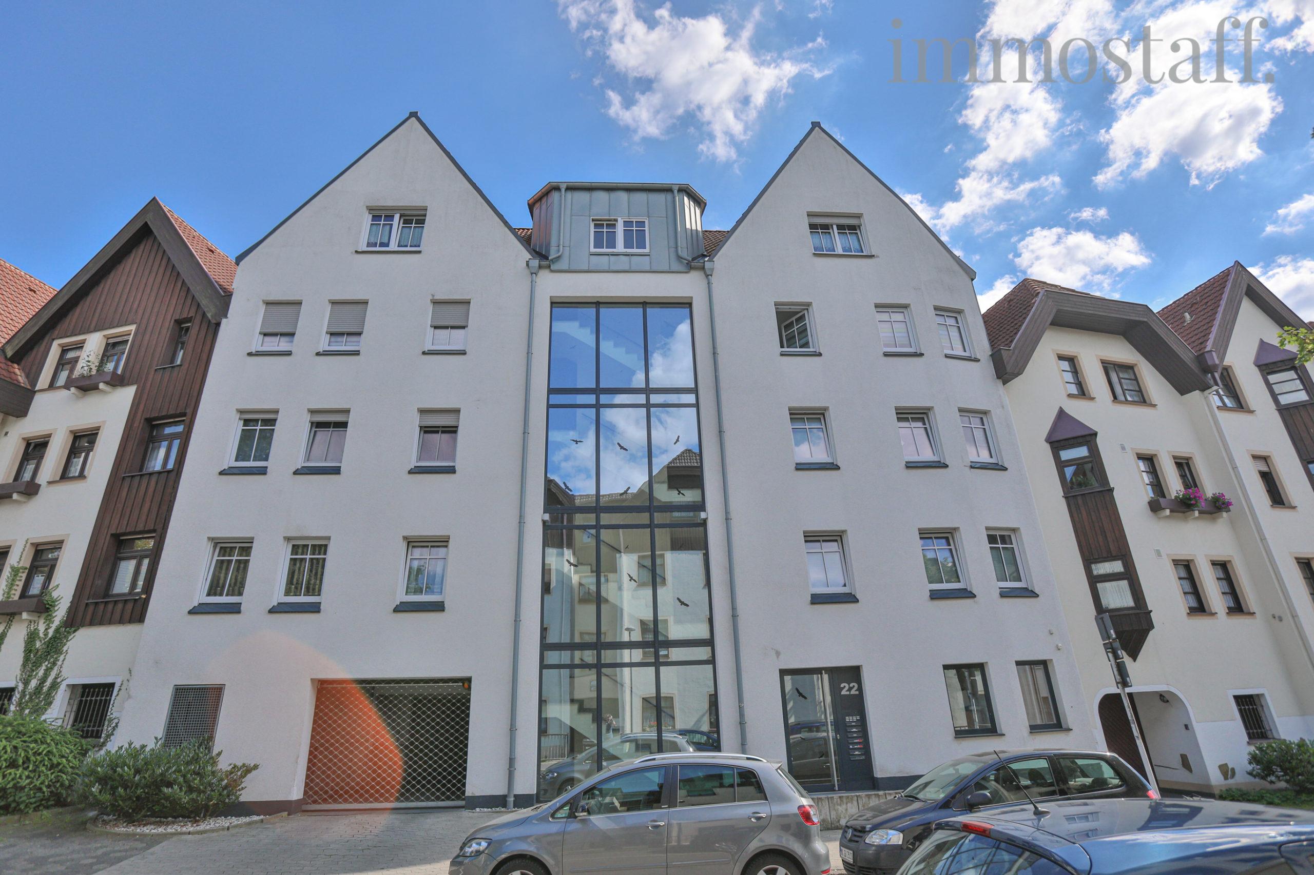 Zwei TOP-Mehrfamilienhäuser (vis-à-vis) - in zentraler Lage und mit Tiefgarage - im Paket zu verkaufen.