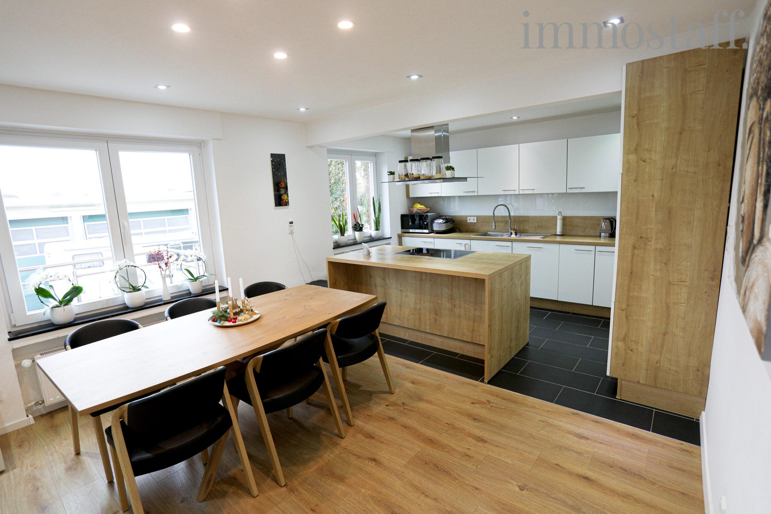 Essbereich & offene Küche im EG