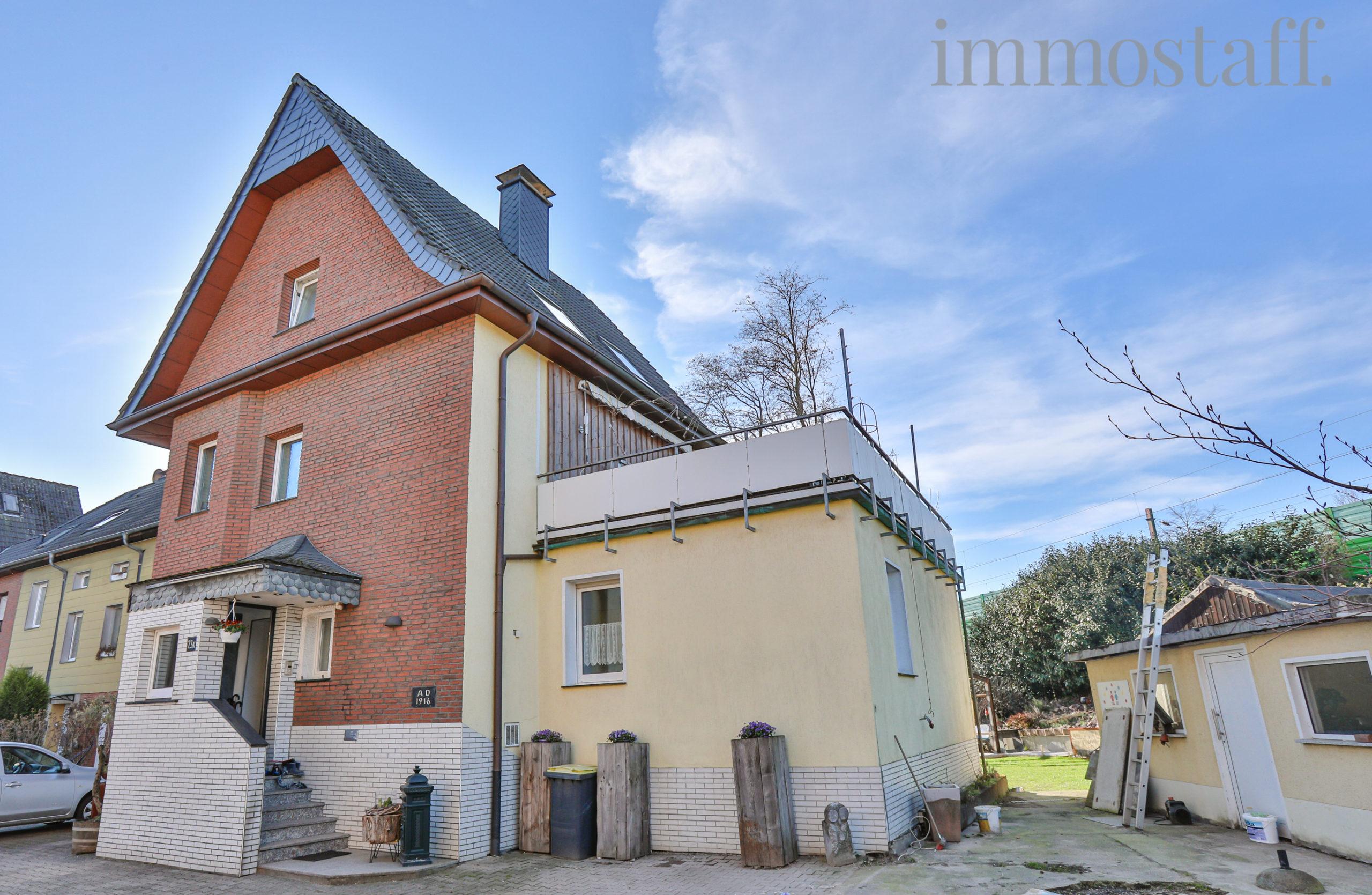 CHARME & RAFFINESSE! Großes Zweifamilienhaus (Grenze Bottrop) mit Garten, Dachterrasse, Garage, Keller und vielem mehr zu verkaufen.