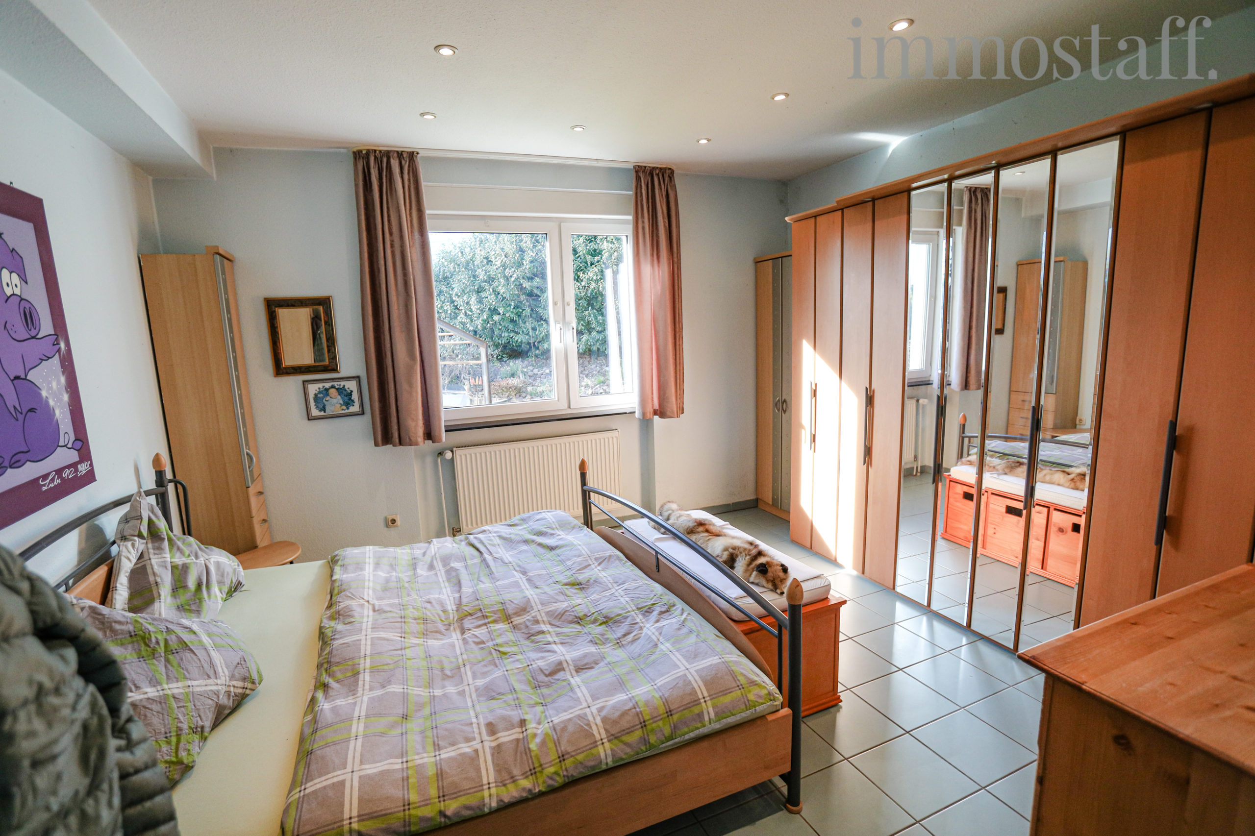Schlafzimmer (EG)