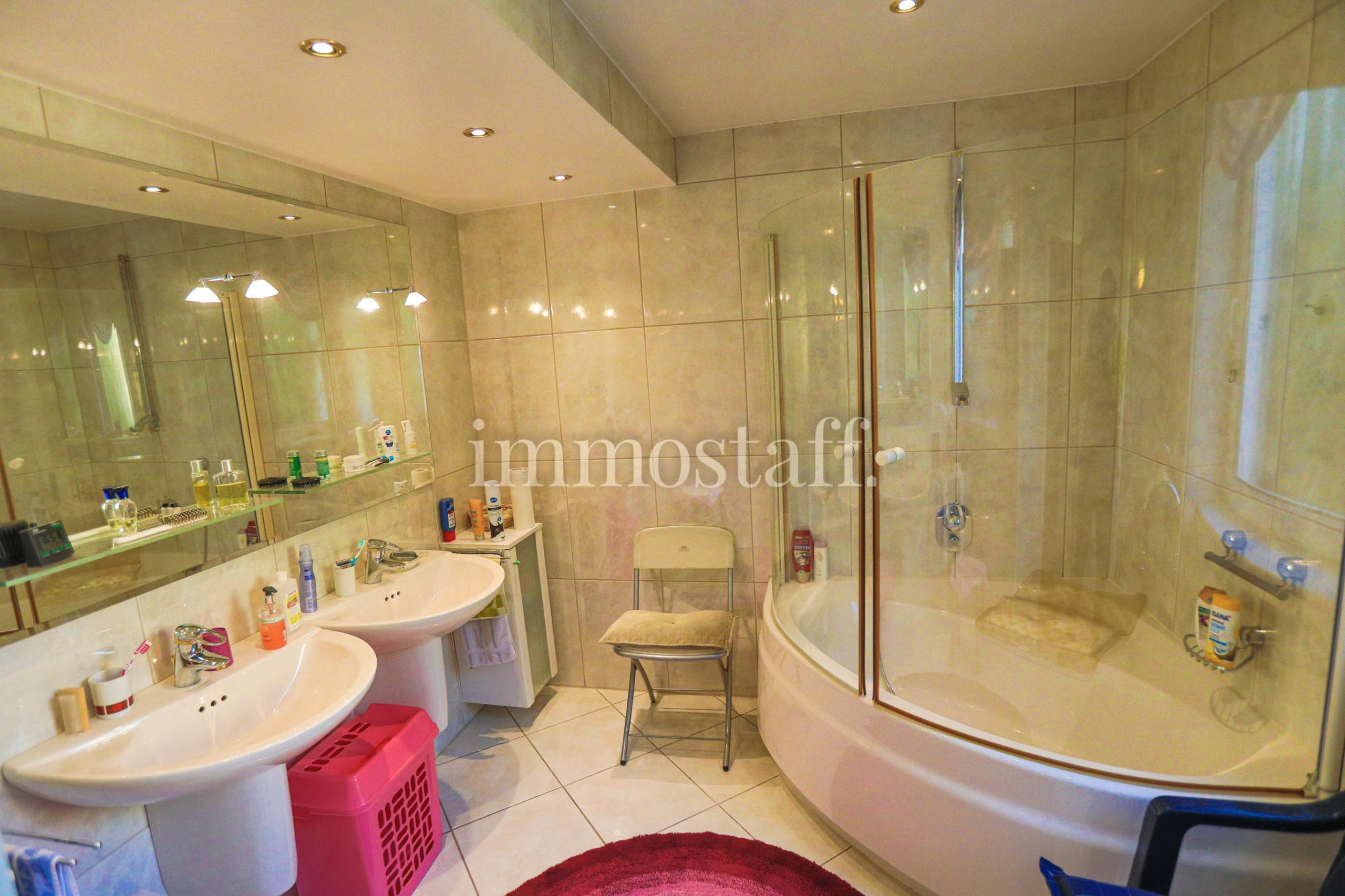 Badezimmer im OG (MW)